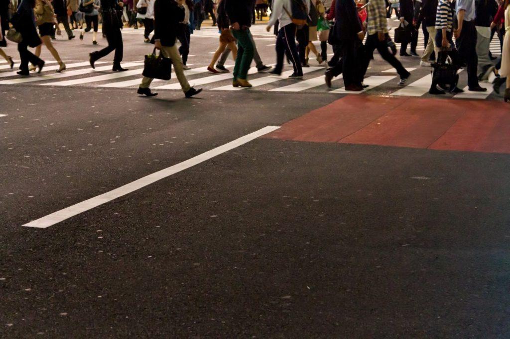 ブランド買取店を複数回るイメージ画像としての横断歩道